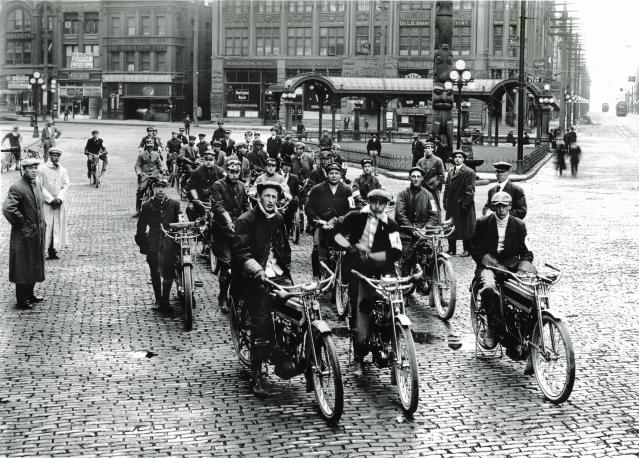 Excelsior_V-Twins_Seattle_1915