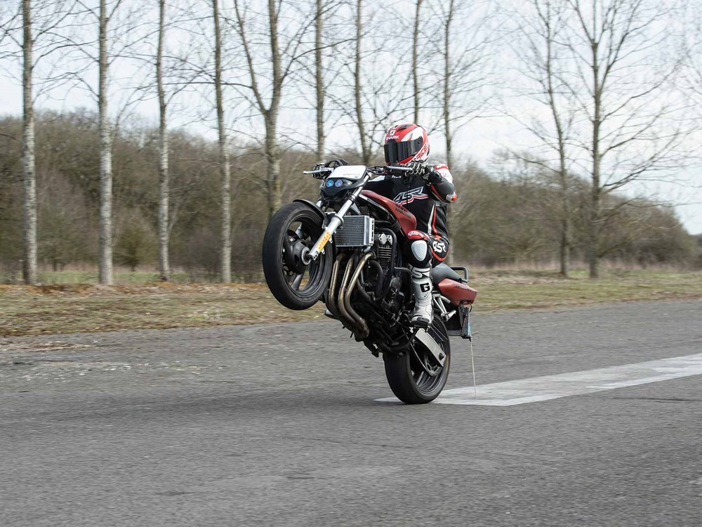 Biker news How to wheelie a motorcycle